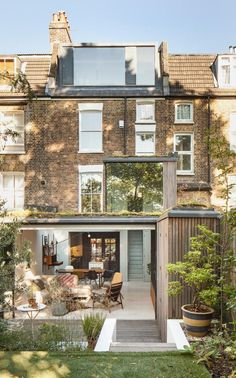35 Nyc Townhouse Renovation Defies Convention With Drama And Simplicity - Renovating or customizing your home exactly to your specifications can be an exciting although challenging undertaking. In order to prevent some costl. House Extension Design, Extension Designs, Roof Extension, House Design, Extension Ideas, Side Return Extension, London Townhouse, London House, London Apartment