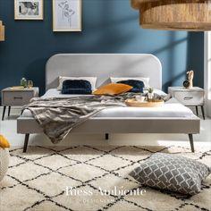 Zeitlos und unaufdringlich: Entdecke unser Bett FAMOUS in der edlen Farbe Silbergrau. Die Konturen und die abgerundeten Ecken sorgen für ein klares, schlichtes Design. Der schimmernde Samtbezug haucht dem Bett Eleganz ein. Abgerundet wird das Design durch die unauffälligen, schwarzen Füße aus Metall, die für einen soliden Stand sorgen.