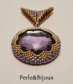 Taş sarma Beaded Jewelry Designs, Bead Jewellery, Pendant Jewelry, Beaded Rings, Beaded Necklace, Beaded Bracelets, Funky Jewelry, Geometric Jewelry, Handmade Beads