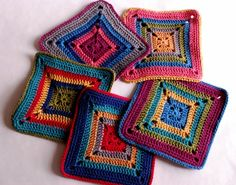 Crochet and Knitting Idea for Home Design Crochet Mat, Crochet Potholders, Crochet Mandala, Crochet Home, Crochet Gifts, Crochet Stitches, Quilted Potholders, Crochet Square Patterns, Crochet Squares
