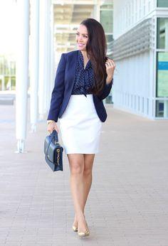 Falda blanca.stilettos dorados