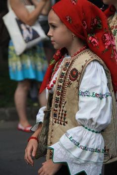 Csángó kislány Art Costume, Folk Costume, Costumes, Moldovan People, Hungarian Embroidery, Family Roots, Folk Dance, Child Face, Sheer Beauty