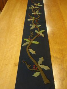 Holly Vine table runner designed by Maggie Bonanomi Wool Applique Quilts, Wool Applique Patterns, Wool Quilts, Wool Embroidery, Felt Applique, Sewing Patterns, Christmas Applique, Christmas Sewing, Wool Mats