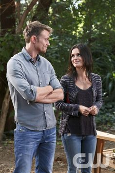 Hart of Dixie -- %u201CI Run to You%u201D -- Image Number: HA307b_0648b.jpg -- Pictured (L-R): Wilson Bethel as Wade and Rachel Bilson as Dr. Zoe Hart -- Photo: Mike Yarish/The CW -- � 2013 The CW Network, LLC. All rights reserved.pn