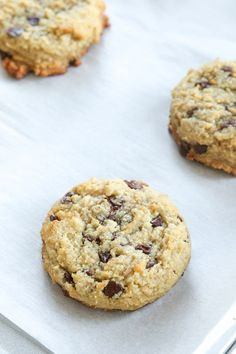 How to make low carb chocolate chip cookies! This keto chocolate chip cookie recipe ONLY has net carbs and is one of the best low carb recipes you'll. Low Carb Desserts, Healthy Dessert Recipes, Cookie Recipes, Keto Snacks, Healthy Food, Jar Recipes, Keto Foods, Healthy Treats, Healthy Baking