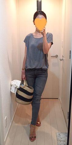 Tee: GAP, Skinny: Mother, Bag: Caterina Bertini, Sandals: MEDA