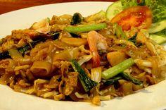 Kwetiau adalah sejenis mie Tionghoa berwarna putih yang terbuat dari beras. Dapat digoreng ataupun dimasak berkuah. Kwetiau merupakan makanan yang cukup populer di Indonesia, terutama di daerah-daerah yang banyak didiami oleh warga keturunan Tionghoa.