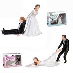 Sì lo voglio! La frase storica che segna ogni matrimonio. Siamo sicuri che sia pronunciata volentieri? Per scherzarci su ci sono le statuine per torte nuziali divertenti con lo sposo o la sposa riluttanti.