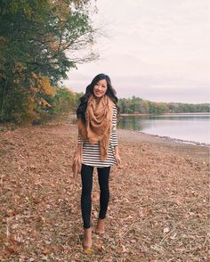 extra petite // how to wear leggings: cover up with a longer tunic tee + blanket scarf, finish with ankle booties! Mode Outfits, Casual Outfits, Fashion Outfits, Womens Fashion, Fashion Advice, Fashion Bloggers, Fashion Trends, Fall Winter Outfits, Autumn Winter Fashion