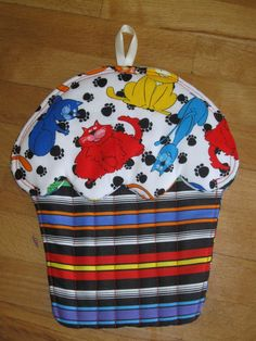 Cupcake potholder with cats and stripes