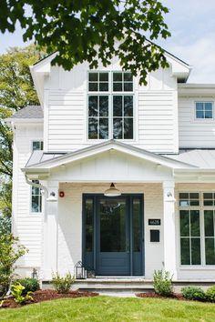 Modern White Farmhouse Exterior Ideas – Pickled Barrel