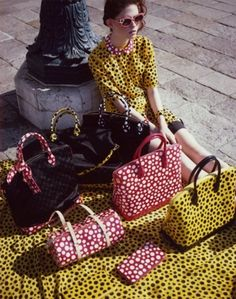 Shopper e tote Yayoi Kusama per Louis Vuitton
