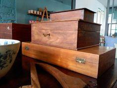 #mercadoloftstore #umseisum #porto #box #unique #uniquepieces wood #wooden #oldpieces #woondenboxex #cabide #woodentable #store #interior