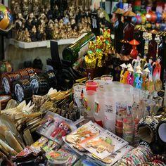 베트남 호치민 벤탄시장 모습 커피, 기념품 등 다양하게 판매 해서 흥정만 잘한다면 한번쯤 사기 괜찮다.