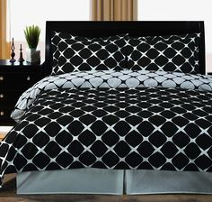 Black and White Bloomingdale 2-PC Twin / Twin XL Duvet Cover Set, 100% Cotton