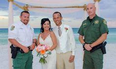 Estos novios lograron que sus abuelos llegaran a su boda y todo, gracias a dos policías, ¿cómo fue