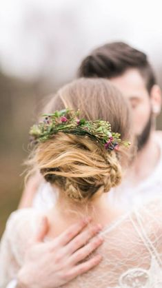 Winter Wedding Hair with Flowers & Berries. Winter Inspiration Shoot. Styling and Floral Design Grace & Saviour. Photography Paula McManus