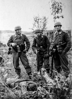 """kruegerwaffen: """" Fallschirmjaegers and dead russian soldier """"- pin by Paolo Marzioli"""