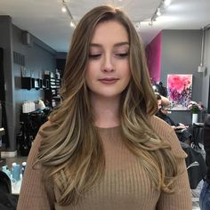 Her second appointment from a dark brown base. Patience is key when going from dark to blonde. #nailedit #balayage #beigeblonde #hairstyles #hair #bayalage #colour #loosecurls #blonde #caramel #libertyvillage #torontosalon #ashblonde #ashbrown #torontostylist #beigeblonde #softwaves #hair #taniaaz #torontohair #haircolour #hairstyles #colourcorrection #smudgedroot #libertyvillage #torontobalayag #liberrtyvillagehair #hairsalon #bsuite #shinyhair #hairoftheday