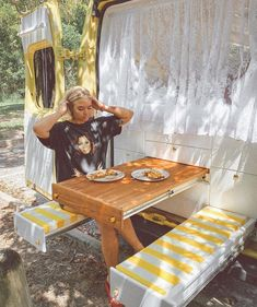 lunch lif life diy how to build life diy ideas life diy interiors life diy projects Vw Camper, Kombi Motorhome, Mini Camper, Camper Life, Campers, Wolkswagen Van, Mini Van, Kangoo Camper, Kombi Home