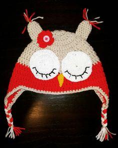 Gorrito tejido al crochet de nena - Búho con flor cita.  Talle: 12 a 18 meses
