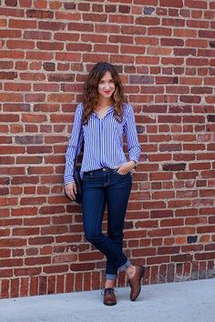 menswear styling, striped button down, brown oxfords with navy laces, dark wash jeans Source by women shoes Brown Oxfords Outfit, Brogues Outfit, Oxford Shoes Outfit, Brown Outfit, Women Oxford Shoes, Blue Brogues, Shoes Women, Business Casual Outfits, Professional Outfits