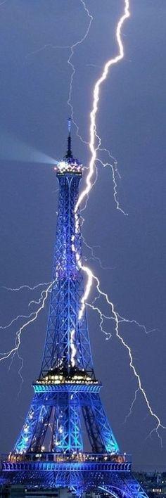 lightning around eiffel tower Paris - Holiday$pots4u