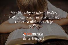 Mať kapacity na učenie je dar, byť schopný učiť sa je zručnosť, chcieť sa niečo naučiť je voľba. (Brian Herbert) Cards Against Humanity, Motivation, School, Books, Inspiration, Biblical Inspiration, Libros, Book, Book Illustrations