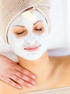DIY-Gesichtsmaske mit Quark selber machen mit nur 2 Zutaten - wirken kühlend, hautberuhigend und abschwellend bei Lymphstauungen.