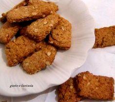 I biscotti con farina di segale integrale e avena sono un'alternativa ai soliti biscotti prodotti con farine industriali e super raffinate.
