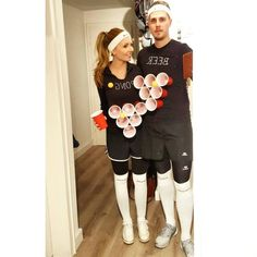 From iconic on-screen duos to funny puns, these couples costume ideas will make you and your boo the talk of any Halloween party. fantasias casal These Adorably Cheesy Couples Costumes Will Give You Life This Halloween Carnaval Costume, Easy Couple Halloween Costumes, Cute Couples Costumes, Cute Couple Halloween Costumes, Couples Halloween, Fete Halloween, Diy Costumes, Costumes For Women, Halloween College