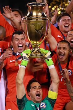 Claudio Bravo goalkeeper of Chile lifts the trophy after winning the championship match between Argentina and Chile at MetLife Stadium as part of. Claudio Bravo, Australian Football, Metlife Stadium, National Football Teams, World Football, The Championship, Goalkeeper, Goku, Rugby