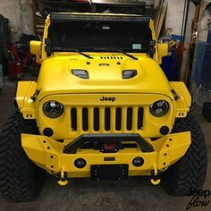 This jeep looks like a beast! This jeep looks like a beast! Jeep Jk, Auto Jeep, Jeep Truck, Jeep Wrangler Rubicon, Jeep Wrangler Unlimited, Yellow Jeep Wrangler, Pickup Trucks, Ford Trucks, Jeep Carros