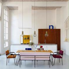 329 vind-ik-leuks, 4 reacties - ELLE Decoration (@elledecoration_nl) op Instagram: 'Not so old skool... in dit oude schoolgebouw is dankzij de lampen goed gebruik gemaakt van de…'