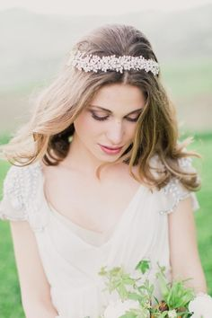 Wedding hairstyle idea; photo: Mademoiselle Fiona Wedding Photography