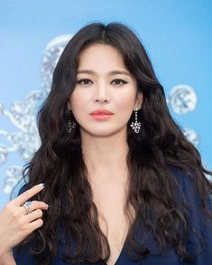 Song Hye Kyo To Make Her First Public Appearance In Korea Since Her Divorce Korean Actresses, Korean Actors, Korean Beauty, Asian Beauty, Song Hye Kyo Style, Song Hye Kyo Hair, Light Makeup Looks, Hairstyles For Gowns, Yoo Ah In