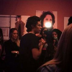 Updates ayy @Updating1Dxx   Harry backstage at the X Factor studios yesterday (20.11.2013)