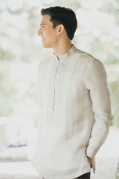 This Couple Opted for Simple and Understated Details for Their Wedding, and It Looked Stunning! Groom Tuxedo Wedding, Beach Wedding Groom, Wedding Gifts For Bride And Groom, Beach Wedding Attire, Wedding Groom Attire, Wedding Outfits, Casual Groom Attire, Groom And Groomsmen Attire, Groom Outfit