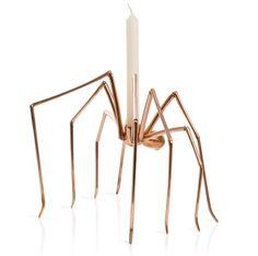 Stuart Richards galna mässingsljusstake i form av en spindel. Vacker och sirlig men också lite läskig!