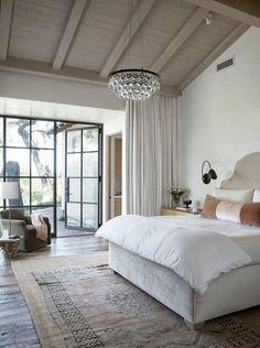 De mustiga färgerna, den härliga sänggaveln, kuddarna och tavlan gör det här till ett perfekt sovrum. 11 helt perfekta sovrum - Sköna hem
