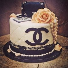 Chanel themed party or chanel themed bridal shower cake Pretty Cakes, Cute Cakes, Beautiful Cakes, Unique Cakes, Creative Cakes, Bolo Chanel, Chanel Birthday Cake, Channel Cake, Cake Pops