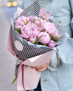 Bouquet Wrap, Diy Bouquet, Peonies Bouquet, Hand Bouquet, How To Wrap Flowers, Fresh Flowers, Beautiful Flowers, Peony Flower, My Flower