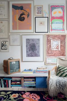 Hvad er det, der gør, at nogle hjem emmer af personlighed og samtidig hænger sammen i et ubesværet flow, hvor alt passer sammen, som var det designet til det? ELLE Decoration har været på besøg hos indretnings- og grafisk designer Stine Langvad.