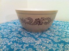 Vintage Pyrex, Homestead pattern, 402 mixing bowl in brown and tan.