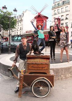 Musicien ambulant - Place Blanche - Montmartre ©Peter Winfield