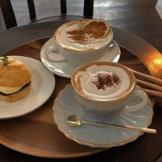 Find images and videos about pretty, food and chocolate on We Heart It - the app to get lost in what you love. Think Food, I Love Food, Good Food, Yummy Food, Café Chocolate, But First Coffee, Cafe Food, Coffee Cafe, Aesthetic Food