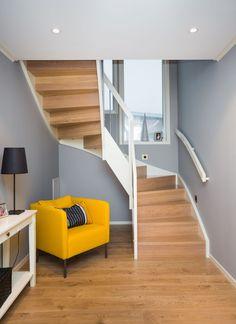 MELBY Njord // Tett 180 grader trapp med stålspiler i hvitt rekkverk. Attic Conversion, Interior Stairs, Stairway To Heaven, Stairways, Beautiful Homes, Windows, Architecture, Bed, Inspiration