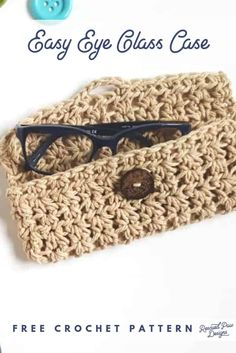 Crochet Bag Free Crochet Glasses Case Pattern by Rescued Paw Designs - Looking to make your own DIY glasses case? Use yarn and crochet your very own eye glass case today! DIY Glasses Case that you can crochet! You have come to the right place if you Crochet Phone Case Pattern Free, Crochet Case, Crochet Phone Cases, Crochet Purse Patterns, Crochet Shell Stitch, Crochet Gifts, Diy Crochet, Crochet Stitches, Crochet Squares