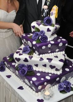 What a super idea for a birthday cake for someone who loves purple. Purple Cakes, Purple Wedding Cakes, Amazing Wedding Cakes, Amazing Cakes, Blue Wedding, Wedding Flowers, Gorgeous Cakes, Pretty Cakes, Cupcakes