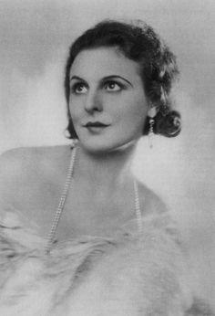Leni Riefenstahl.